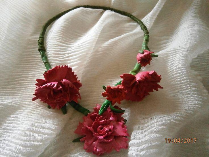 GAROFANI (Carnations) Collana aperta avanti con un gruppo di garofani rosa carico, quasi carminio. di PaTrieste su Etsy