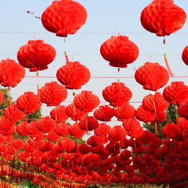 Goedkope 50 Stuks 6 Inch 15 cm Chinese Traditionele Feestelijke Rode Papier Lantaarns Voor Verjaardag en Bruiloft Decoratie Opknoping Lantaarns, koop Kwaliteit Event& party benodigdheden rechtstreeks van Leveranciers van China: 10 Pieces 6-8-10-12-14-16 Inch Red Chinese Paper Lanterns For Festive Supplies Birthday Party and Wedding Decoration Pap