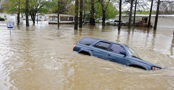 A National Weather Service website malfunction led to the erroneous issuance of a massive flood warning that stretched from Canada to Florida.