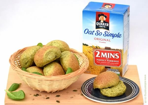 Healthy and delicious homemade oat and spinach bread rolls - these rolls are full of healthy ingredients and a fun all natural green colour!