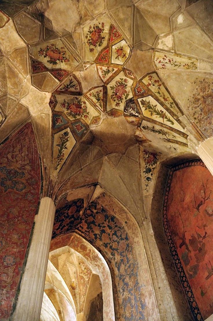 Quazvin III wurde in Iran, Qazvin aufgenommen und hat folgende Stichwörter: Palast,  Malerei,  Iran.