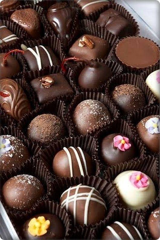 Receta de bombones de chocolates Chocolate World, Chocolate Dreams, Chocolate Delight, Chocolate Brands, Chocolate Sweets, I Love Chocolate, Chocolate Heaven, Chocolate Shop, Chocolate Gifts