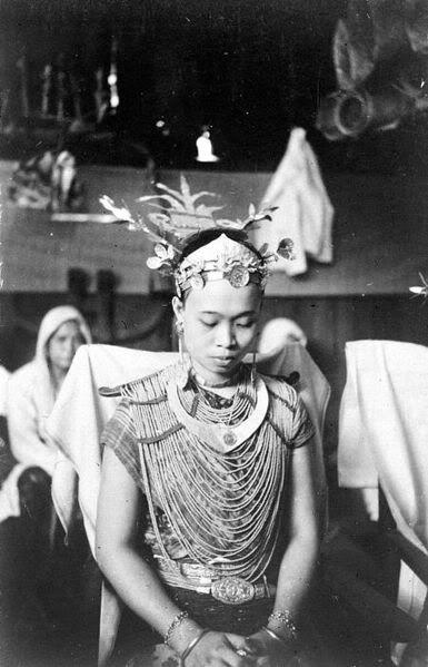 Indonesia, Nias female ~ Nīas (Indonesian: Pulau Nias, Nias language: Tanö Niha) is an island off the western coast of Sumatra, Indonesia. Nias (Kepulauan Nias) is also the name of the archipelago, including the small Hinako Islands.