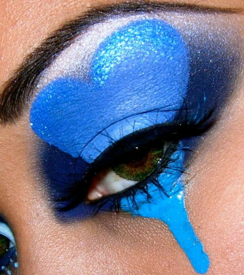 Blue heart--changed to a red heart and you've got an amazing eye makeup for a Queen of Hearts costume!
