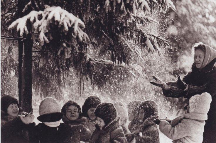 Дети советского времени на прогулке в зимнем лесу. #былоеЛЮДИ