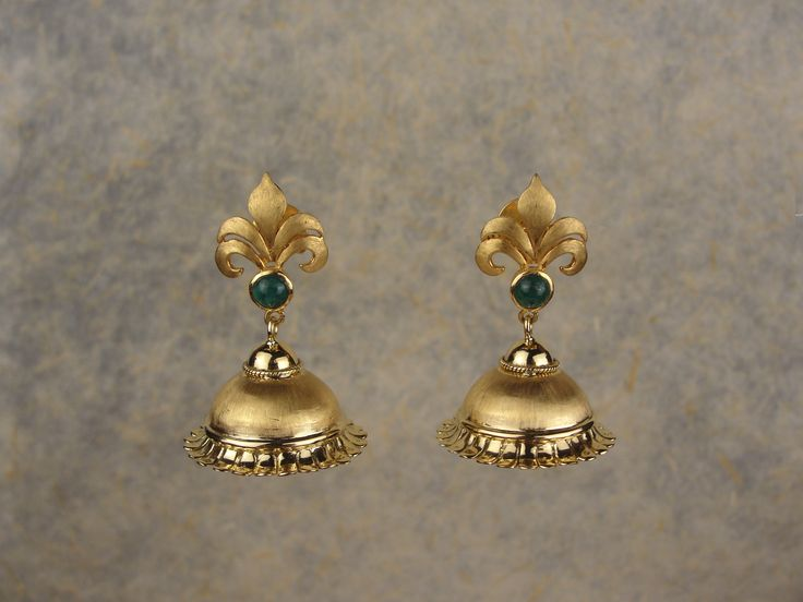 Buy Fleur de Lis' Jhumki Online at Rs.66,500 Celebrating the warm glow of yellow gold, this pair of jhumkis has been styled with a hint of the rennaissance period in Indian jewellery.