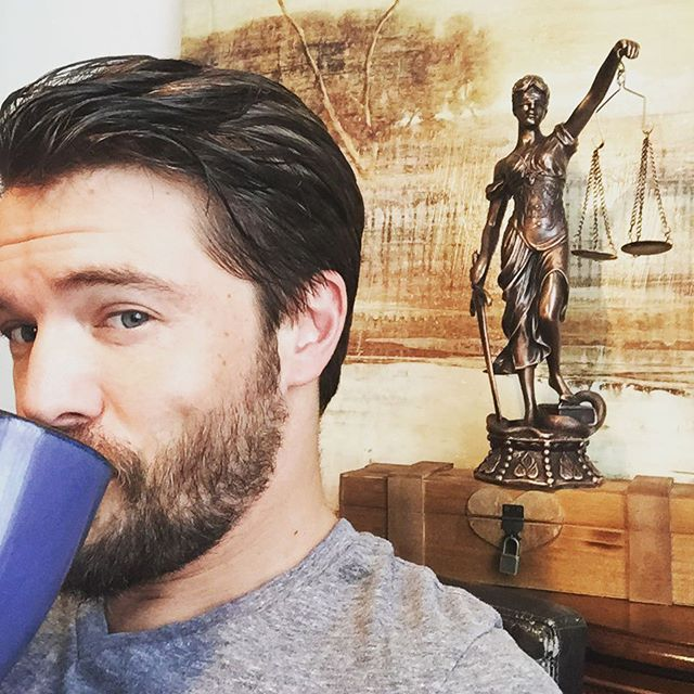 This is @thecharlieweber and I'm taking over the shows account today. Let's start with the usual cup of coffee... Please ignore any murder weapons. #HowToGetAwayWithMurder