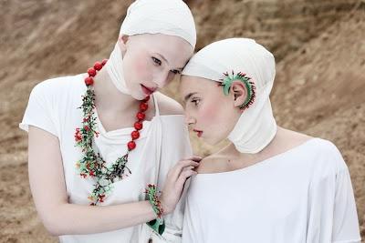 foto Paulina Anna Buczyńska    model Weronika Wero Neyder / Mary Buczyńska    make up Karolina Zgoła