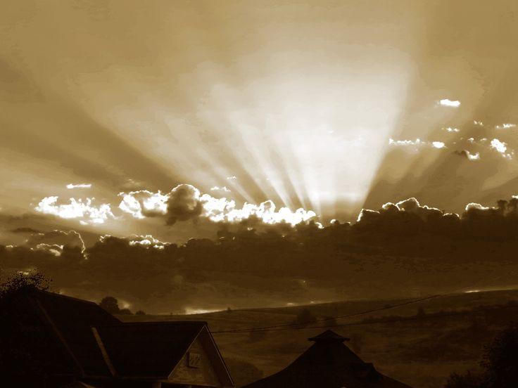 rasarit cu nori pe cer.2.an