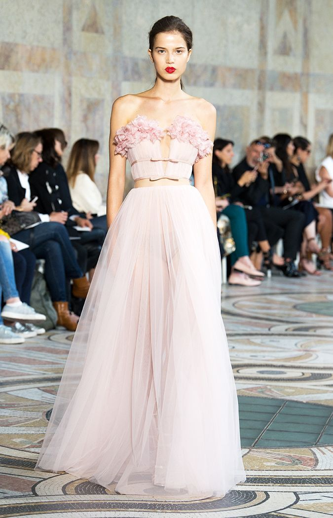 Giambattista Valli's Fall 2017 couture show was jam-packed with show-stopping dresses. Here, see the gowns that are bound to be all over the red carpet.