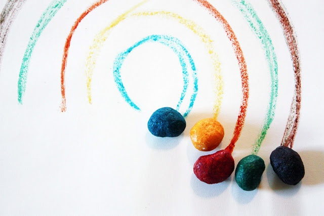 I CANT WAIT TO MAKE THIS!!!! OUR TODDLERS WILL LOVE THIS!! GREAT FINE MOTOR SKILLS!! still parenting: Homemade crayon rocks from scratch