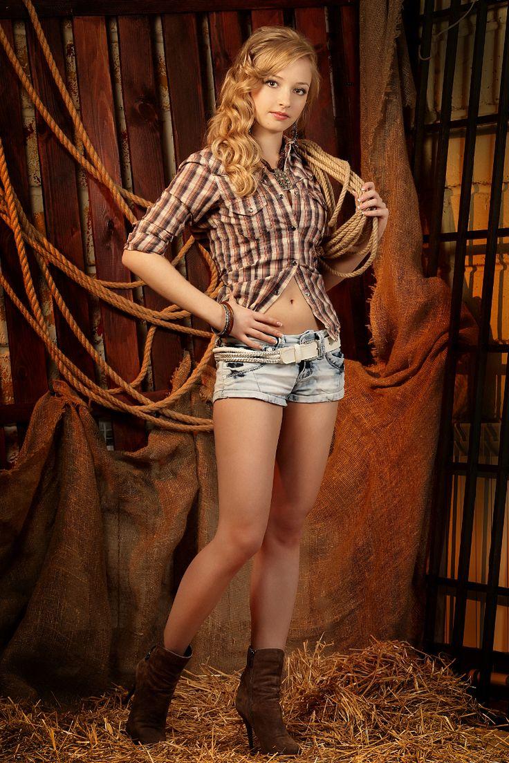 Очаровательная девушка Оксана фото: Андрей Кизин стиль: Наталья Фонарева