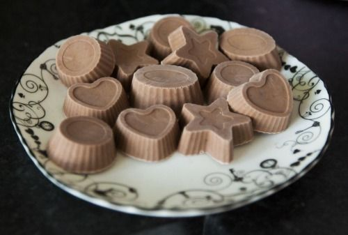 Chocolate Cream Bombs (95% fat) Nutritional information:1 Chocolate Cream Bomb has 43 calories: 0.2g Carbs, 0.2g Protein, 5g Fat (95% Fat) Ingredients (make 35 servings): 60g Full Fat Soft Cheese (Philadelphia)60g Salted Butter60ml Extra Virgin Coconut Oil80ml Double Cream (Heavy Cream)2tsp Unsweetened Cocoa Powder1tsp Vanilla Extract30 drops Liquid Sucralose1 Pinch Cinnamon Instructions: Just put everything in a jug, heat for about 1 minute in microwave till everything is melted. Mix ...