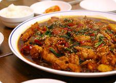 Корейское блюдо таккччим - тушеная курица с лапшой.