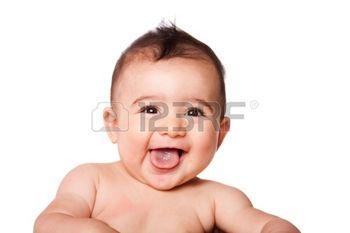 sourire: Belle expression adorable rire heureux mignon visage souriant bébé bébé représente la langue, isolé.