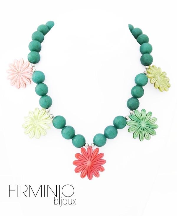 #Collana in #agata verde e #fiori colorati realizzati in madre #perla - Green #agate #necklace and colorful #flowers made of #pearl mother. $116