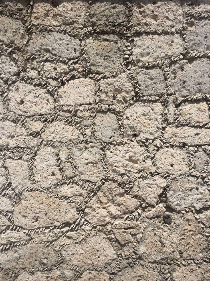 Muro de piedra rajueleada en Aculco estado de México
