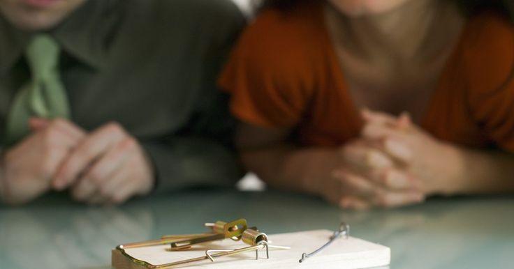 """¿Cómo hacer un proyecto en casa de máquina de Rube Goldberg?. Una máquina de Rube Goldberg es una actividad excelente para demostrar los principios básicos de la física. Para crear una máquina compleja sólo necesitas materiales de uso doméstico, lo que convierte a este proyecto en una tarea simple. Rube Goldberg originalmente sugirió """"construir una mejor trampa para ratones"""", sustituyendo el modelo simple de ..."""