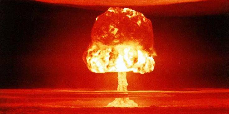 Typische paddenstoel vorm van een nucleaire ontploffing