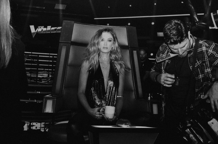 "Delta Goodrem on Twitter: ""Having my cup of tea & getting ready for #TheVoiceAU tonight. See you on the sofa at 7.30pm xx 😘✌🏼🎼🎤 https://t.co/bcFtbD7whO"""