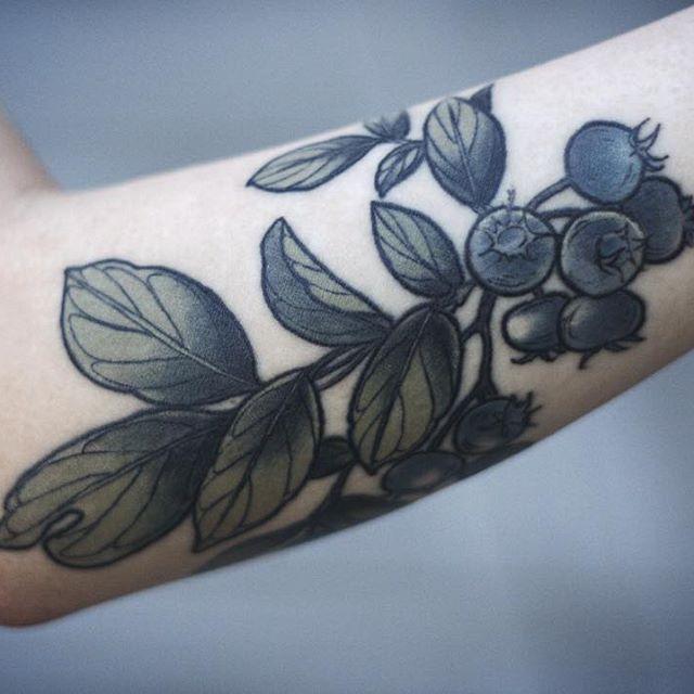 best 10 shoulder blade tattoos ideas on pinterest shoulder tattoo words blade tattoo and. Black Bedroom Furniture Sets. Home Design Ideas