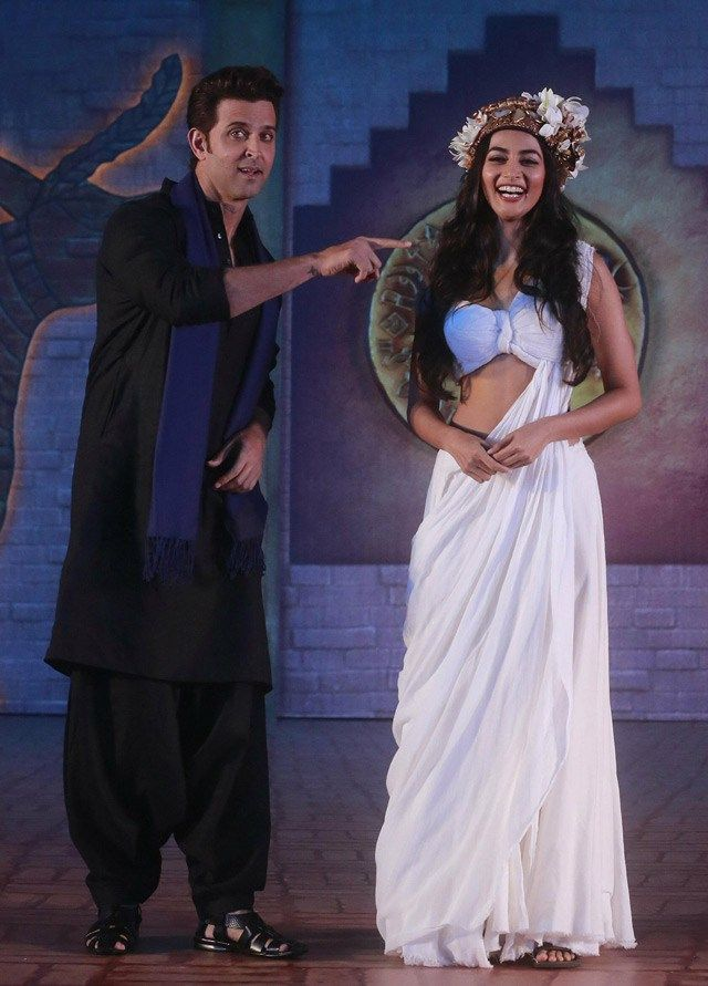 Mohenjo Daro: Hrithik Roshan, Pooja Hegde turn it on - http://www.movierog.com/mohenjo-daro-hrithik-roshan-pooja-hegde-turn-it-on/