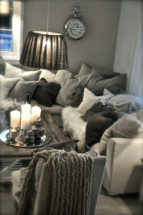 Grey scale living room, LOVE THE WALL CLOCK !