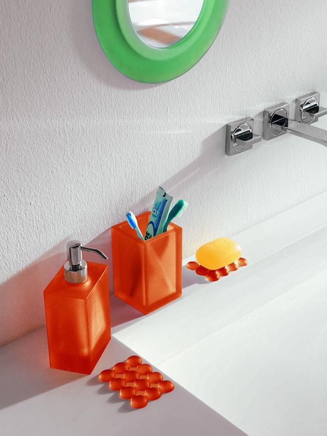 Il dispenser #Ivasi è morbido ed elegante, in più può cadere ma non si rompe! Cosa aspetti scopri tutti gli #accessori per il #bagno di @geelli  www.gasparinionline.it #arredo #design #casa #details #arredobagno