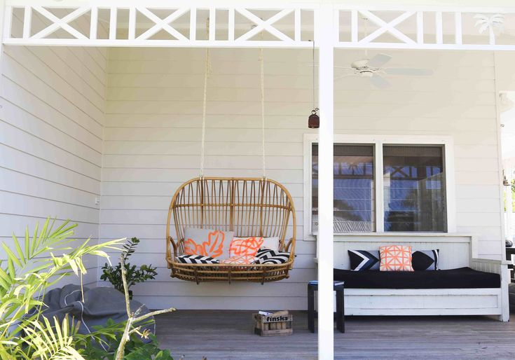 Byron Bay Hanging Chairs is all about bringing back the classic shapes of the iconic hanging chair in its natural form.