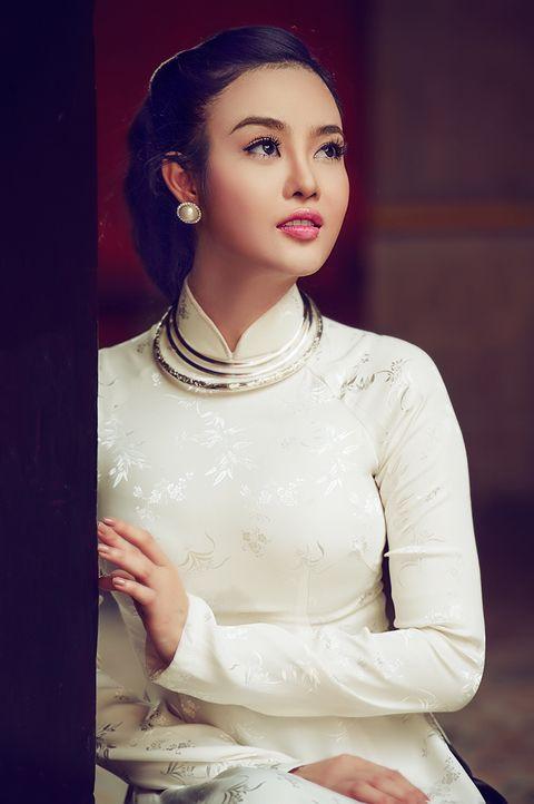 Vietnamese traditional dress http://viaggivietnam.asiatica.com/