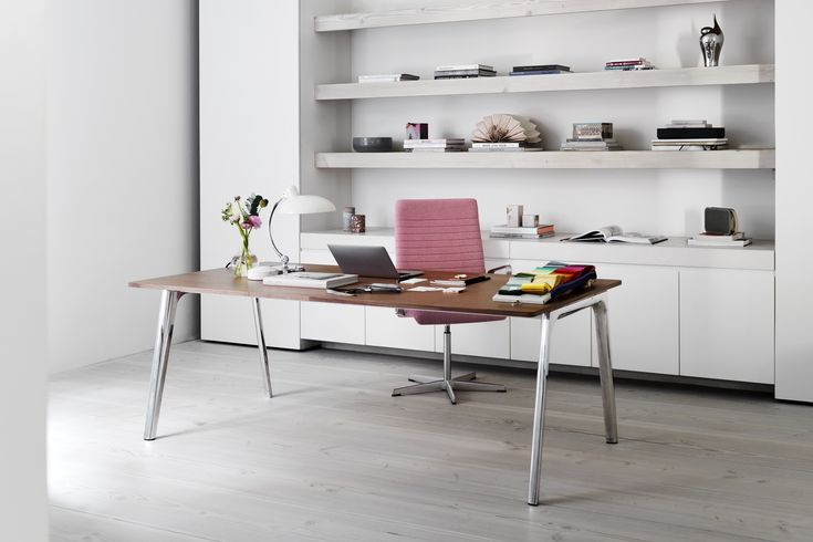 Pluralis table, a new table for meetings, for work and for dining at home. Designed by Kasper Salto, manufactured by Fritz Hansen