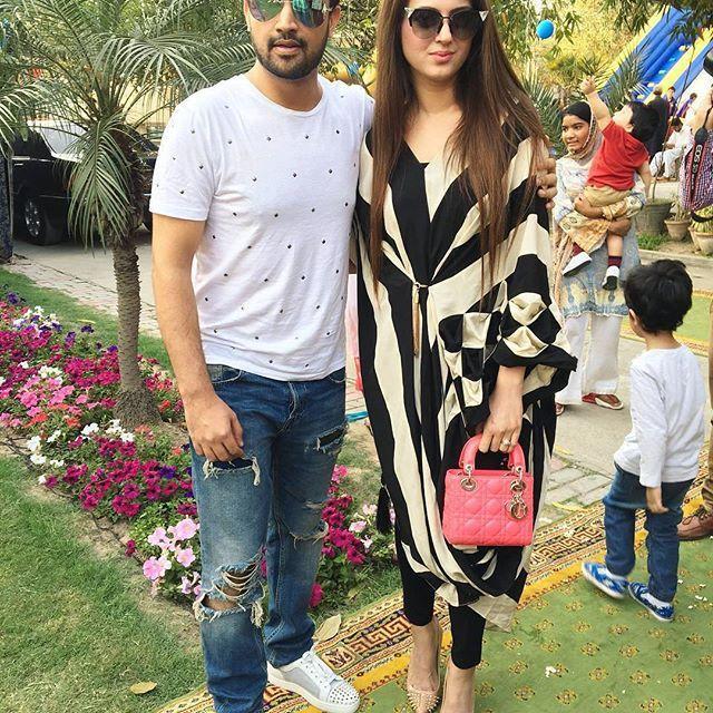 Awww #couplegoals Atif Aslam with Wifey Sara Bharwana spotted at a birthday party    we adore this couple  . . . . . .  #pakcelebz #atifaslam #sarabharwana #fawadkhan #aimankhan #mahirakhan #mayaali #QHBCW #model #pakistan #bollywood #instafashion #hot #fashionblogger #cool #me #india #potd #lahore #paki #f4f #desi #karachi #islamabad