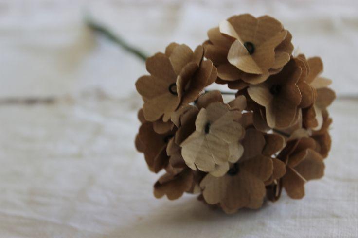 DIY: old paper for pelargonium: Old Paper, Geraniums Paper, Geraniums Luli, Paper Flowers Tutorials, Di Cartas, Diy Geraniums, Diy Paper Geraniums, Geraniums Tutorials, Gerani Tutorial