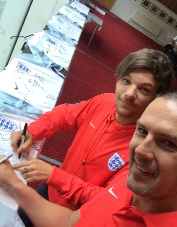 Louis with Paddy McGuinness signing shirts today!