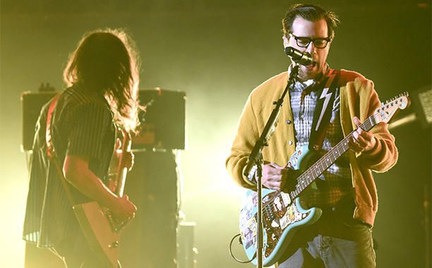 Weezer celebrate NASA mission with new track I Love the U.S.A. | EW.com