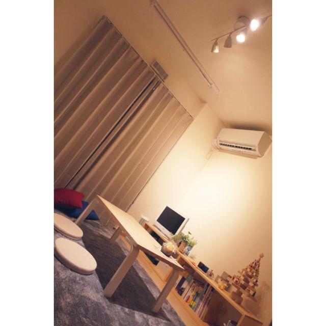 satomarumiさんの、6畳,クッション,チェアパッド,ローテーブル,照明,IKEA,IKEA 照明,1K,ナチュラル,床に近い暮らし,一人暮らし,賃貸,部屋全体,のお部屋写真