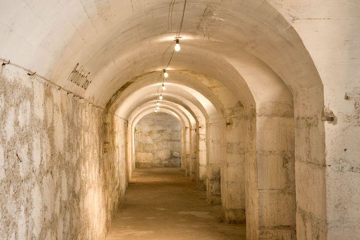 Es un refugio subterráneo de más de 100 metros de longitud en el que se han recreado datos y fotografías aéreas de los ataques de los bombarderos italianos Savoia 79, que actuaron sobre Alcoy.