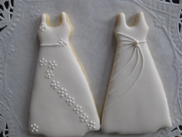 @Danita IsomMaybe a good party favor.  I know the BEST cookie place - they are deliciously amazing and can customize them with your colors.: Wedding Shower, Weddingdress Cookies, Bridal Cookie, Beautiful Cookies, Wedding Dress Cookies, Wedding Decorated Cookies, Wedding Cookies
