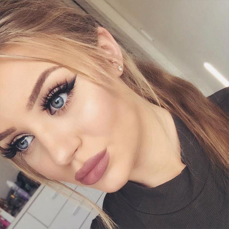 Smokey liner MAC 'Whirl' lipstick and lip liner 'Scarlett' lashes Huda Beauty @shophudabeauty #hudabeauty by hannahhickford