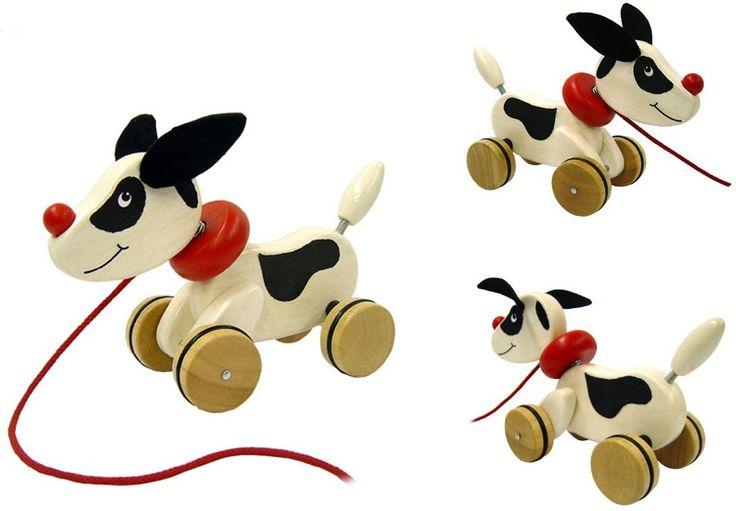 Deze houten puppy heeft een rode halsband en riem. Wanneer je kindje met het hondje wandelt, veren zijn hoofd en staart op en neer.  Afmetingen inclusief verpakking:25,1 x 14,9 x 10,8 cm (lxbxh). - Trefiguur Puppy Pintoy