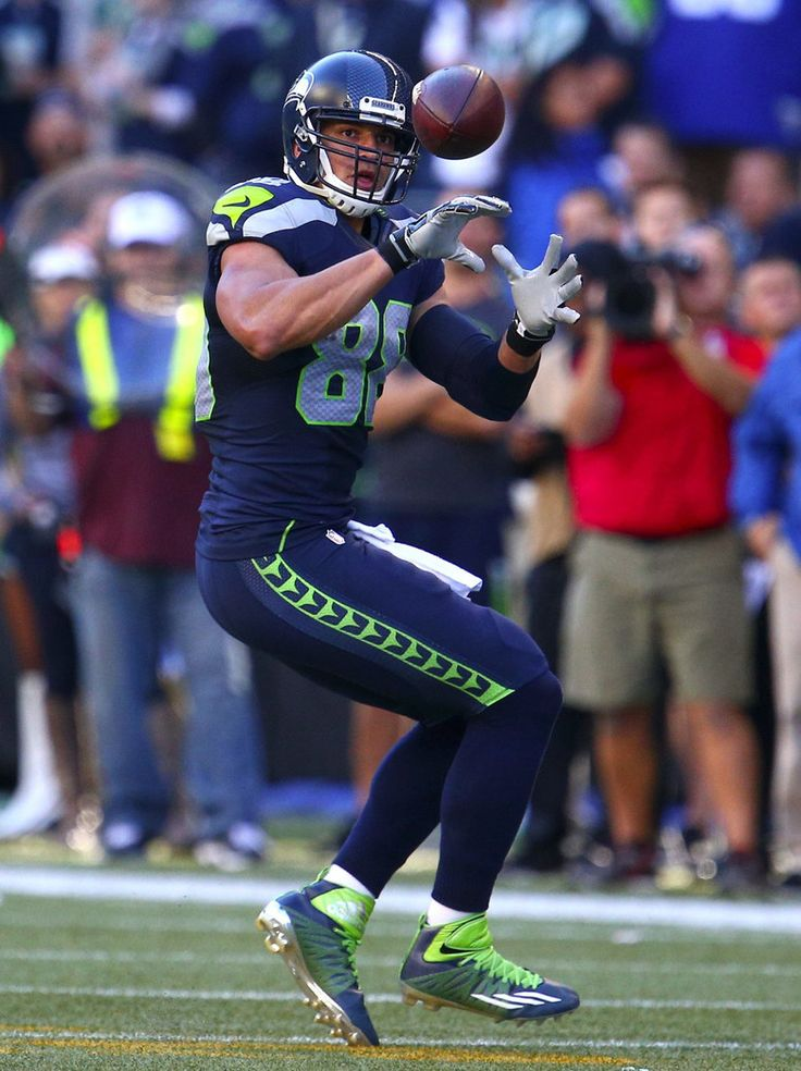 Seahawks tight end Jimmy Graham makes a three yard catch in the fourth quarter. (John Lok / The Seattle Times)