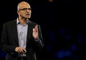 17-Jul-2014 15:02 - MASSAONTSLAG BIJ MICROSOFT. Bij het Amerikaanse softwarebedrijf Microsoft worden 18.000 mensen ontslagen. Dat heeft de baas van het bedrijf Satya Nadella in een e-mail aan het personeel geschreven. Het merendeel van de banen die verdwijnen gaan weg bij het onlangs overgenomen Nokia. In de e-mail schrijft Nadella dat vooral functies verdwijnen die dubbel bezet zijn...