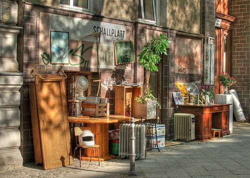 60 best flea market booth idea 39 s images on pinterest display ideas display window and. Black Bedroom Furniture Sets. Home Design Ideas