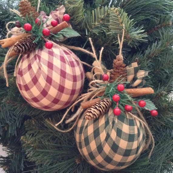 Christmas Ornaments / Set of 2 / Christmas Homespun Ornaments / Xmas Round Fabric Ornaments / Vintage - Classic - Cinnamon Sticks Ornaments