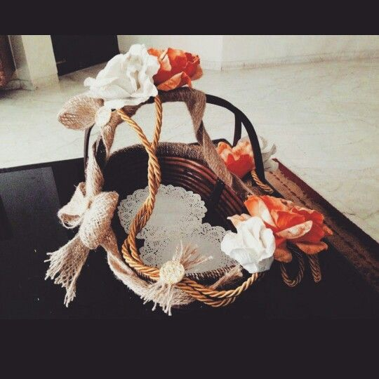 A vintage themed basket apt for various occasions by Base-Recherche