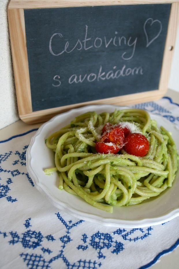 Tento týždeň sme pre vás pripravili výborný recept plný zdravých ingrediencií – a najlepšie na ňom – je hotový za 20 minút! Pre štyroch hladošov potebujeme: – 3 väčšie avokáda – šťavu z 1 – 2 citrónov (podľa chuti) – 1 strúčik cesnaku – 2 polievkové lyžice olivového oleja – za hrsť čerstvých lístkov z […]