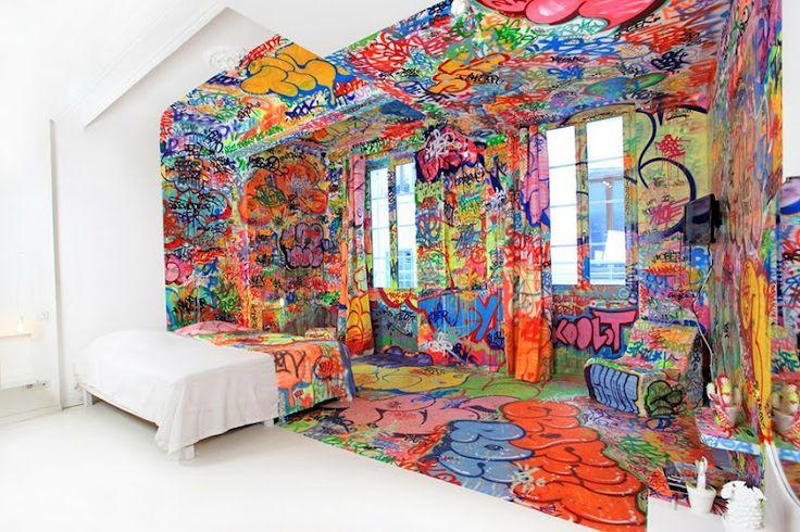 Panic room tilt panic rooms graffiti and marseille for Panic room design