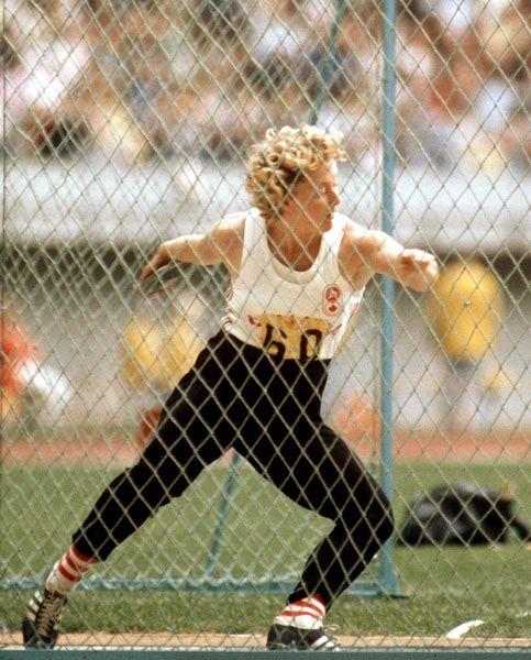 Lucette Moreau du Canada participe au lancer du disque aux Jeux olympiques de Montréal de 1976. (Photo PC/AOC)
