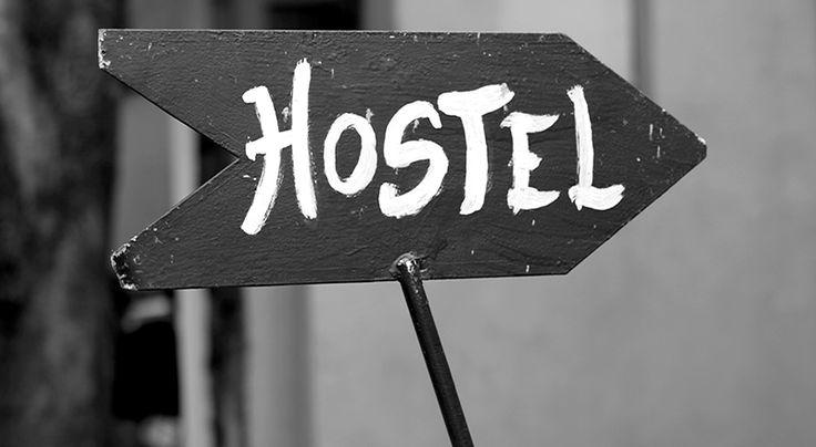 """Segundo o bom e velho Wikipidia:  """"Hostel é… um estrangeirismo, frequentemente sinônimo de albergue. Um tipo de acomodação que se caracteriza pelos preços convidativos e pela socialização dos hóspedes, onde cada convidado pode arrendar uma cama ou beliche, num dormitório partilhado, com casa de banho (banheiro) partilhada, lavandaria e por vezes cozinha.""""  É… é bem por aí"""
