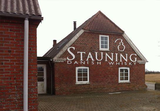 Im Frühjahr 2013 nutzten wir einen Kurzurlaub in Dänemark, um die noch junge Whisky Destilerie Stauning im Westen des Landes zu besuchen.
